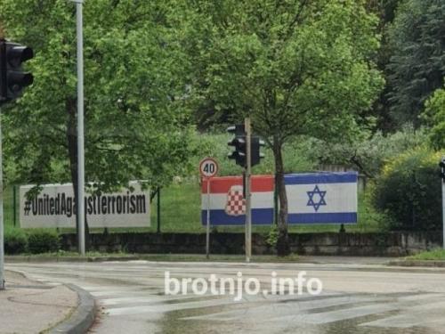 U Mostaru osvanule zastave hrvatskog naroda u BiH i Izraela