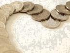 Platio dug na sudu s pet vreća kovanica