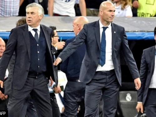 Što radi Zidaneova ruka u džepu Carla Ancelottija?!