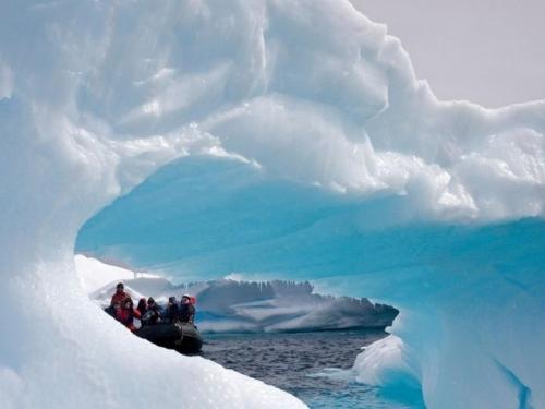 Golema santa leda pregazila dvojicu istraživača Arktika!