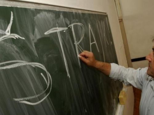 Prosvjetari prekinuli štrajk: Učenici od utorka u klupama