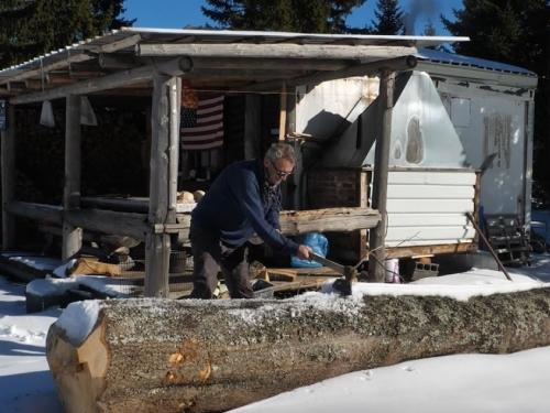 VIDEO: Napustio kuću, živi u kontejneru osam godina