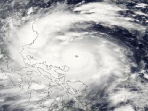 Tajfun Vongfong pogodio Okinawu, ozlijeđeno 12 osoba