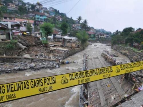 29 poginulih u poplavama