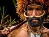 VIDEO: Pogledajte što se dogodi kada izolirano pleme prvi put vidi bijelog čovjeka