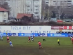 Pas prekidao utakmicu u Tuzli, kaljuža je 'uništila' susret