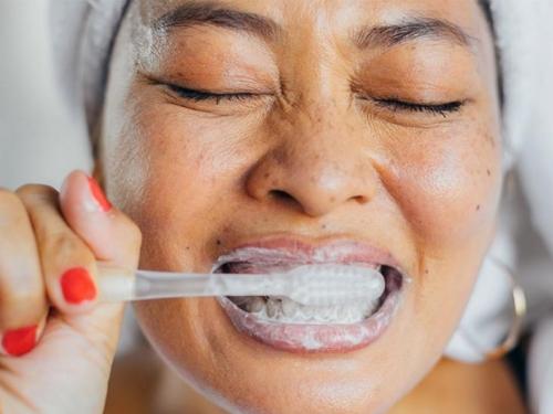 Napravite sami prirodnu pastu za zube