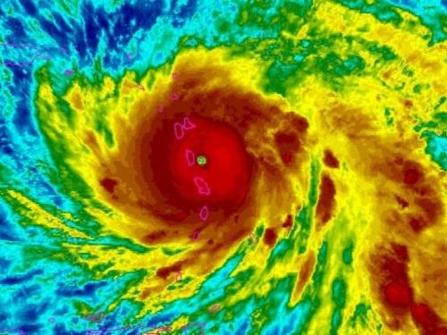 "Katastrofalni uragan Maria ojačao na petu kategoriju, otok Dominika je ""razoren"""