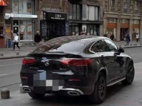 Sebija Izetbegović parkirala automobil nasred pločnika, dobila kaznu od 40 KM