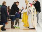 FOTO: Sv. Nikola podijelio darove djeci na Orašcu