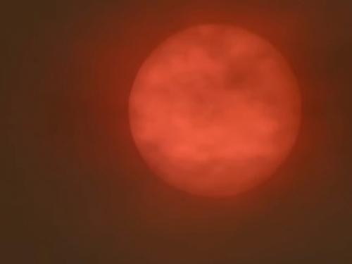 Oluja Ofelija obojala Sunce iznad Britanije u crveno