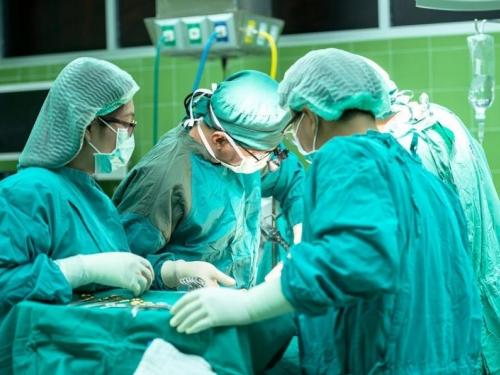Pacijentici u Sarajevu odstranjen tumor od 11,4 kilograma