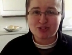 Video: Časna sestra 'skinula' Ninu Badrić i postala hit na internetu