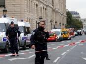 Policajce u Parizu ubio njihov kolega. Navodno je bio prešao na islam
