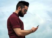 Od gledanja u mobitel i tablete ljudima je počeo izrastati ''rog''
