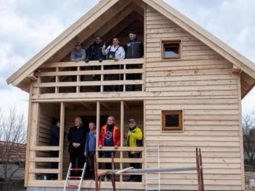 Livanjska zajednica Frankfurt izgradila prvu kuću u pogođenoj Petrinji