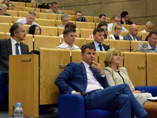 Slamka spasa: Novalić traži radni vikend