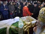 Episkop koji je služio liturgiju na pogrebu Irineja ima koronu