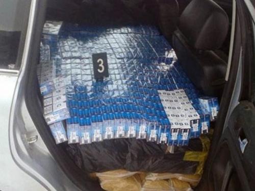 U Posušju zapljenjeno 4970 kutija cigareta, vozač pobjegao policiji