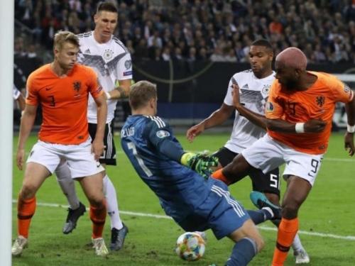 Nizozemska slavila u Hamburgu, Slovenci srušili Poljake