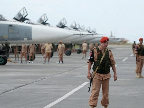 U Siriji napadnuta ruska baza; oboreno više dronova