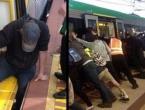 Putnici nagnuli vlak kako bi spasili zaglavljenog putnika