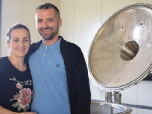 Supružnici iz Gruda proizvode sve, od eteričnog ulja do soka od jabuka