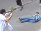 Pogledajte kako je irski turist bez ičije pomoći prebio naoružanu tursku bandu