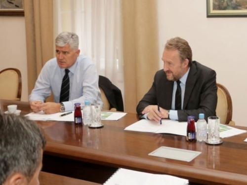 Dogovor ili konačan razlaz: Danas u Mostaru sastanak HDZ i SDA