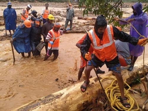 Više od 140 mrtvih u poplavama u Indiji