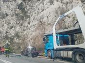 Bijela: Stravičan sudar kamiona i automobila