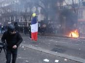 Francuska: Prosvjednici palili sve pred sobom, policija koristila suzavac