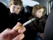 Roditeljima za pušenje u automobilu kojim voze djecu 100 KM kazne