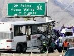Tragedija na cesti: U sudaru autobusa i kamiona 13 mrtvih