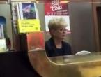 VIDEO: Došo mene jeb***t - Kako radnica pošte komentira klijente