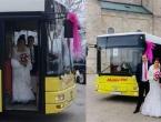 Širokobriješki svatovi: Mladoženja i mlada na vjenčanje autobusom