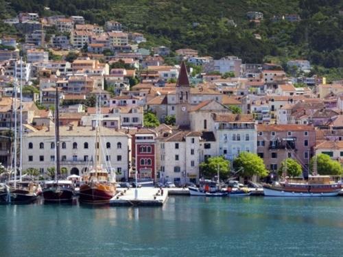 Na Makarskoj rivijeri potrošnja vode i struje višestruko veća nego zimi