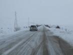 Zbog snijega prometuje se sporije, kolnici klizavi