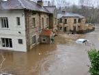 Poplave u Italiji, blato 'guta' automobile