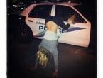 Pijana djevojka pobjegla iz policijskog auta