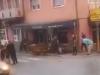 VIDEO: Vozilom pokosio pješake na terasi ugostiteljskog objekta