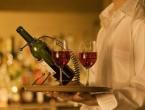 Konjic: Konobar tacnom punom posuđa gađao gošću