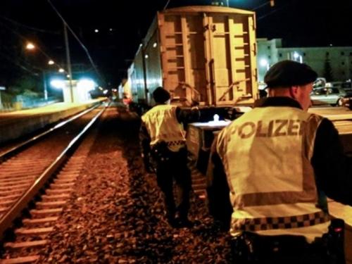 Austrijanci pregledavaju teretne vlakove u potrazi za imigrantima