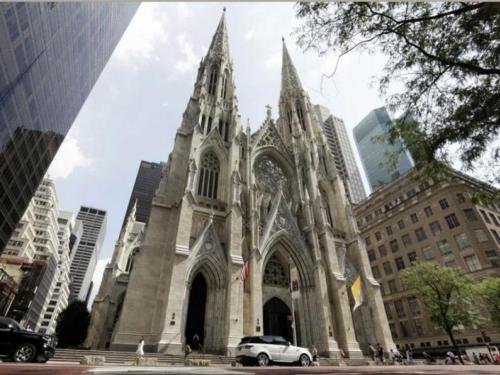 Muškarac s benzinom uhićen u katedrali
