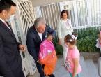 Vlada dodijelila tisuću školskih torbi i pribora