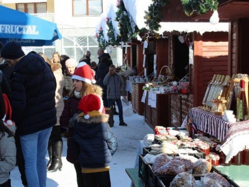 FOTO: U Prozoru svečano otvoren Božićni sajam