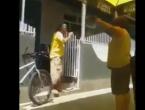VIDEO: Kad ti žena dođe u kladionicu!