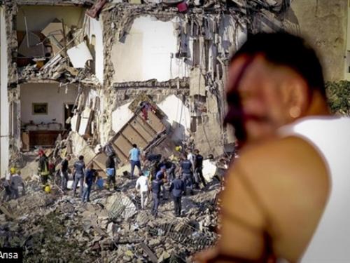 U urušavanju zgrade poginulo osam osoba