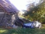 Prometna na Gmićima, automobilom se zabio u štalu
