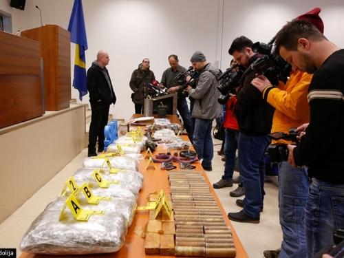 SIPA spriječila dvije isporuke oružja i droge na putu ka Zagrebu